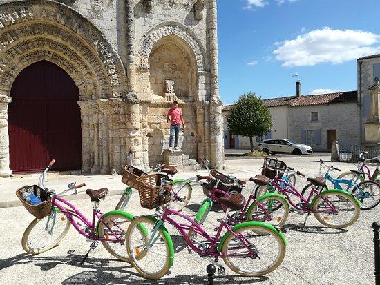 Maille, فرنسا: Place de l'église à Maillé