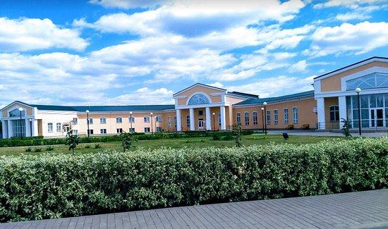 Lermontovo, Russia: Гостиница и столовая на въезде в поместье
