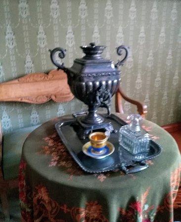 Лермонтово, Россия: Самовар в чайной комнате