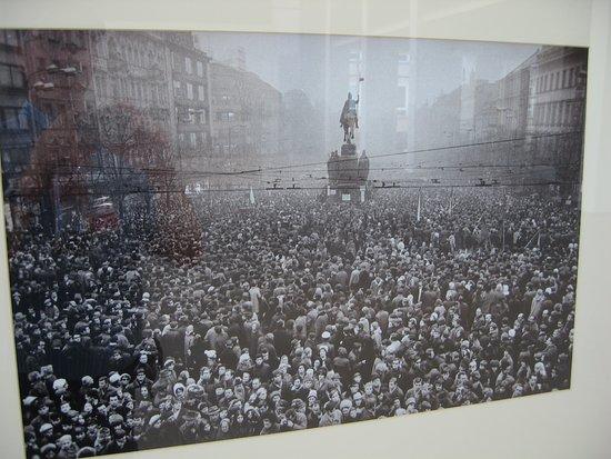 Bremische Buergerschaft: Fotoutstilling: frå Václavplassen i Praha 1968
