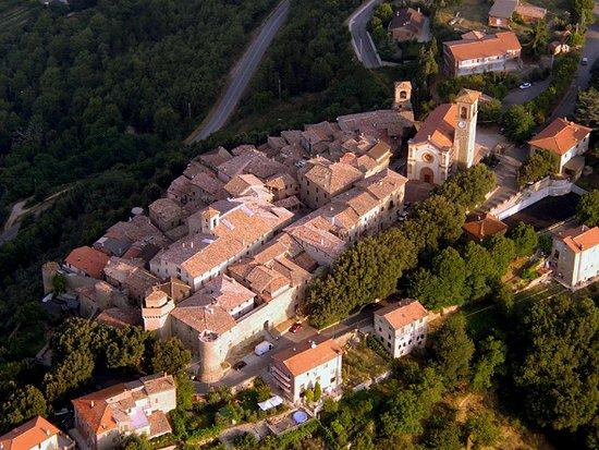 Collazzone in provincia di Perugia, un magnifico borgo del 1.200, situato tra Montefalco e Todi