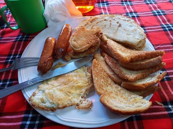 Mount Kenya: Delicious breakfast prepared by Nicholas (Bongo)