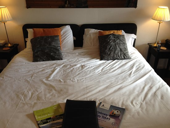 The Summer Isles Hotel and Restaurant: No double bed - two singles pushed together. Not comfortable.