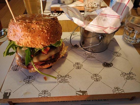 Доманьяно, Сан-Марино: Hamburger e patatine