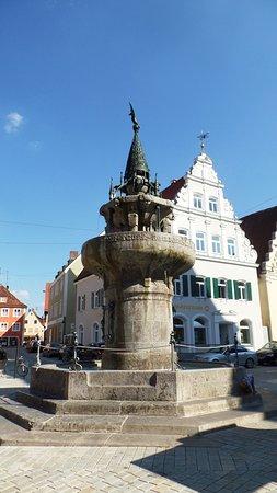 Wemding, Germany: Fontana in pietra