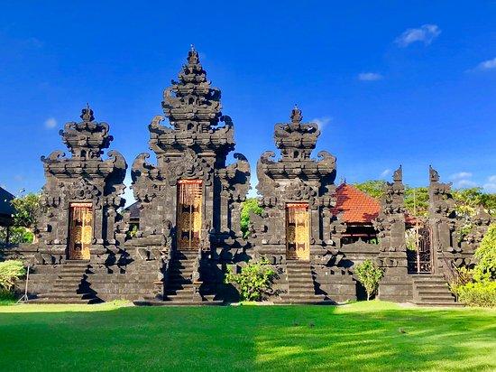 Dalem Penataran Desa Adat Temple