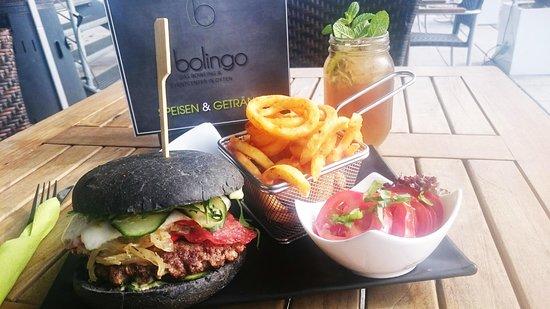 Ойтен, Германия: Black Italian Burger oder verschiedene andere Burger. Dazu ein leckerer und eiskalter Eistee.