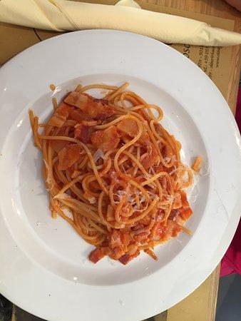 L'Osteria Dell'Ok Bar: Spaghetti tomate et lardons