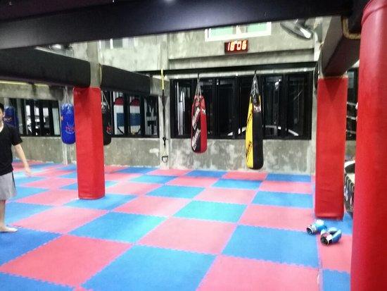 Jaroenthong Muay Thai Gym