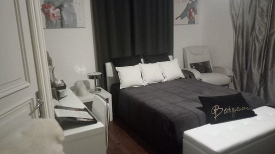 Montfaucon, Frankreich: Voici notre agnifique chambre, confortable, romantique, propre.