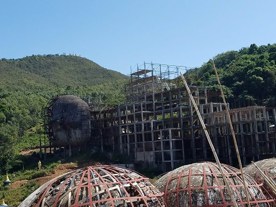 Win Sein Taw Ya - Reclining Buddha: モーラミャインの寝釈迦物