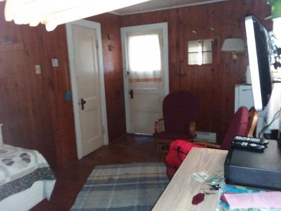 Winslow, AR: view of bathroom and back door