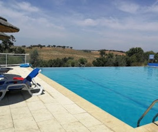 Odivelas, Portugal: Poolside view