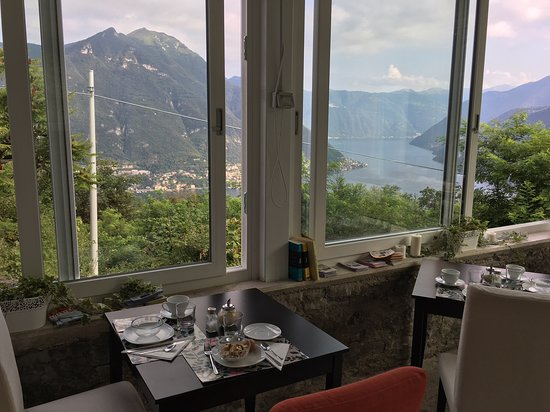 Molina di Faggeto Lario, Италия: View from dining room over breakfast
