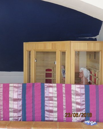 Cartajima, Spain: Relax in our infrared sauna with views of the mountains
