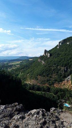 La Canourgue, Francie: La vallée d'en face et le rocher en équilibre