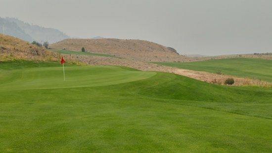 Pateros, WA: Back 9 at Alta Lake. Typical 2-tiered green. It was a bit smokey that day.