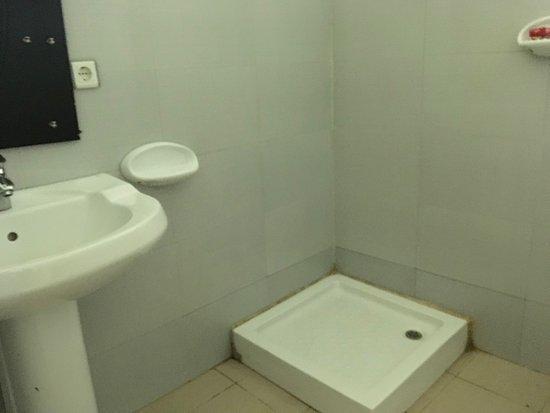 Gambela, Ethiopia: Basic bathrooms