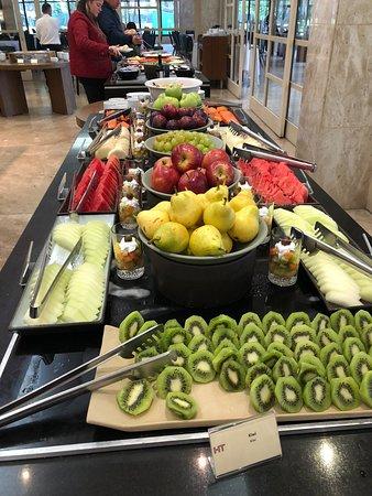 Mesa de frutas café da manhã