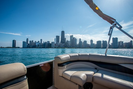 Tour Lake Michigan on our luxury pontoon  - Picture of Chain