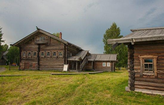 Small Korela Wooden Architecture and Folk Art Museum: Дом двор Клокотова, д.Заоозерье 19 в
