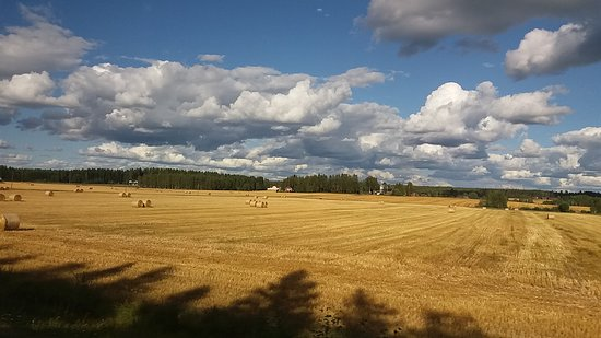 Alavus, ฟินแลนด์: A gateway to Ostrobothnia, plains with fields are typical for western Finland and start  at Alav