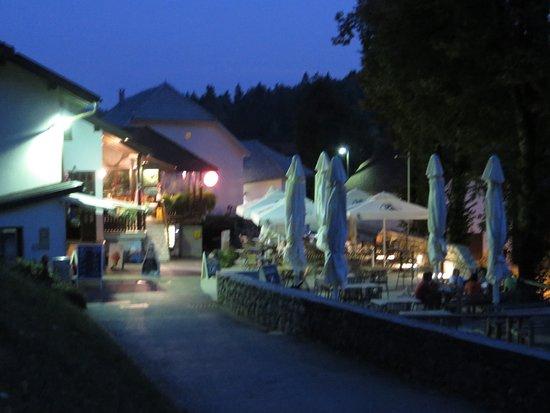 Predjama, Slovenia: notturna