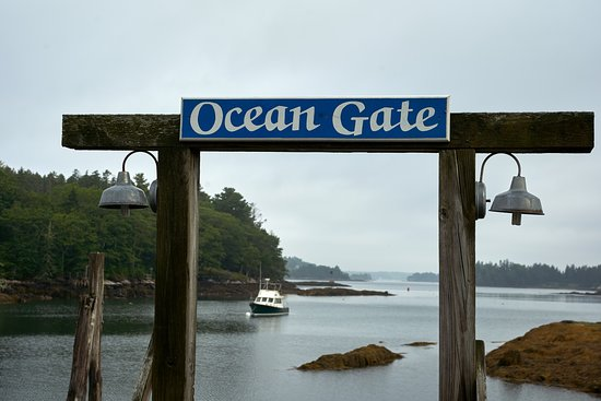Ocean Gate Resort: View of the harbor from the edge of the property