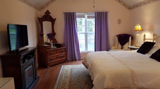 New Church, VA: Chablis Suite Bedroom