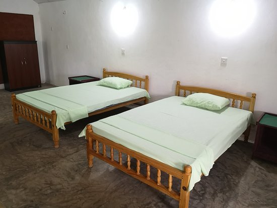 Dodanduwa, Sri Lanka: Large Bed Room at Hostel