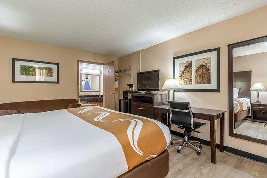 Pasadena, Техас: Guest room with added amenities