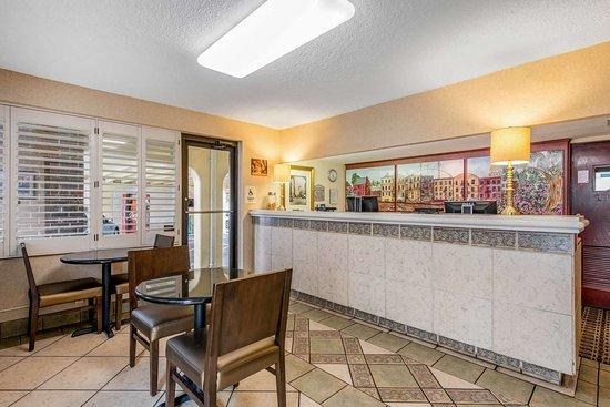 Quality Inn Savannah Historic District : Hotel lobby