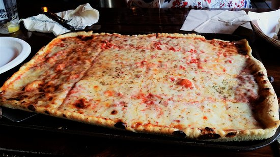 Waymart, PA: Hotel Original Red Pizza