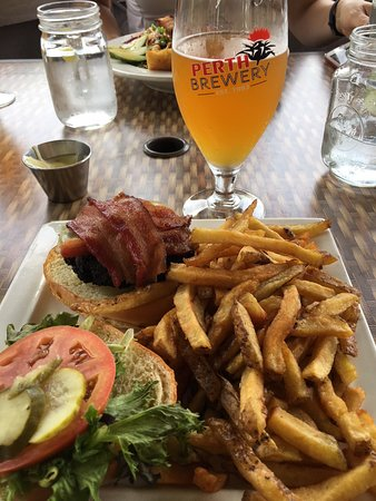 Redneck Bistro: great homemade burgers and hand cut fries
