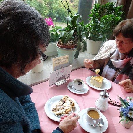 Grasellenbach, Tyskland: Ein ganz tolles Café, Bild eins ist die Friesentorte