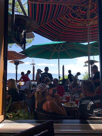 Gar Woods Grill & Pier Restaurant: Outdoor patio