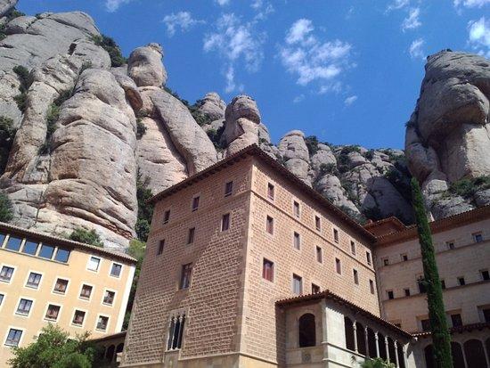 Montana de Montserrat: Горы и монастырь Монсеррат