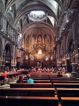 Montana de Montserrat: Базилика Монсеррат и главная святыня - Черная мадонна с младенцем (в центре)