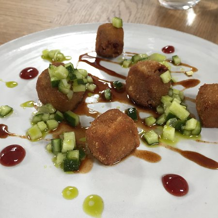 Socius: Hoisin Duck Bon Bon with pickled cucumber - starter