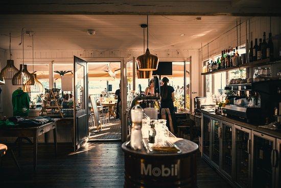 Oberhofen am Thunersee, Ελβετία: Das PIER17 an der BLS Schiffländte Oberhofen ist Café, Bar und Bistro direkt am schönen Thunerse