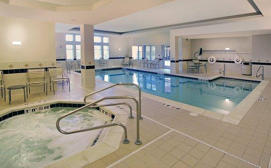 Residence Inn by Marriott Chesapeake Greenbrier: Pool