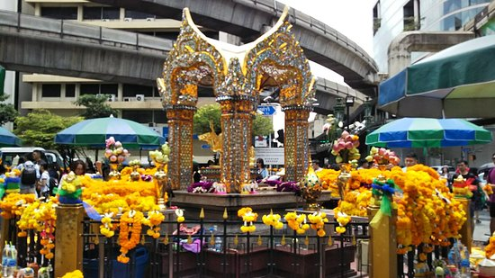 ‪Erawan Shrine (Thao Mahaprom Shrine)‬