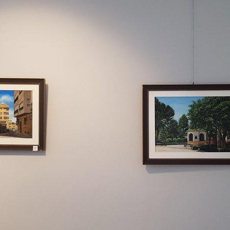Sala De Exposiciones Del Paseo De Jesus: Espectacular la calidad de estos cuadros realizados por el autor RAMON GONZALEZ. Los calles, cul