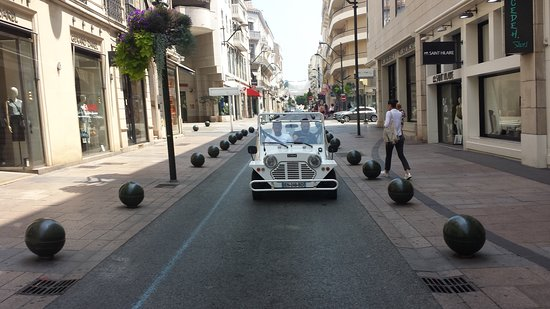 Cannes and the Cinema Guided Tour: Charming narrow streets!