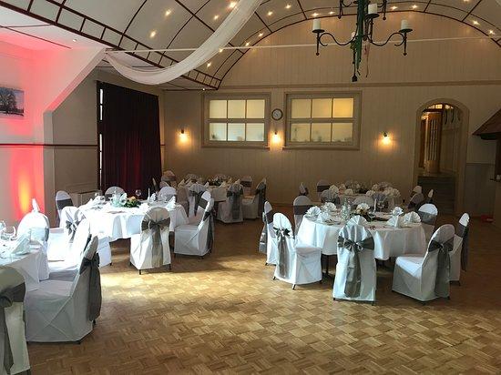 Uslar, Niemcy: Hochzeitsfeier im großen Saal