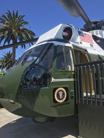 Richard Nixon Presidential Library and Museum: Il giardino esterno - Il Marine One
