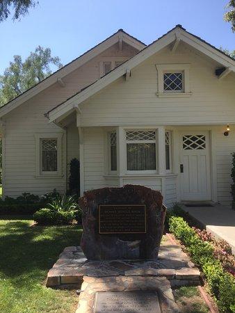 Richard Nixon Presidential Library and Museum: Il giardino esterno - La casa natale