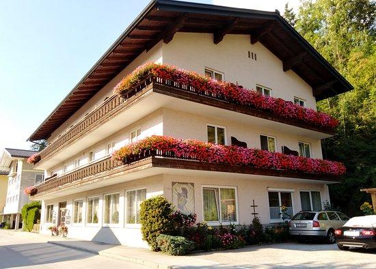 Pfarrwerfen, Österreich: A panzió épülete