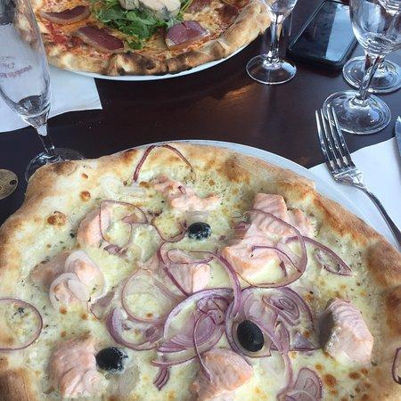 Pizza Au Magret De Canard Et Foie Gras Et Pizza Saumon Oignons