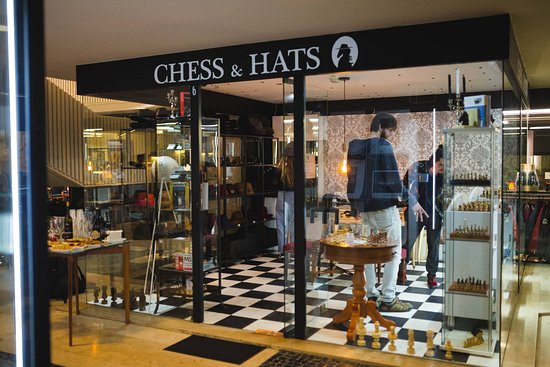 ‪Chess & Hats‬